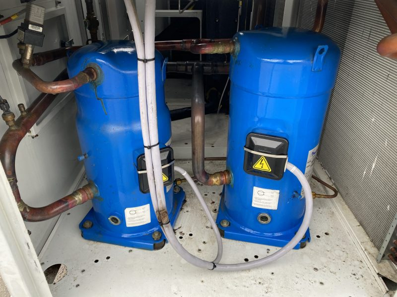 chiller with scrolls compressors